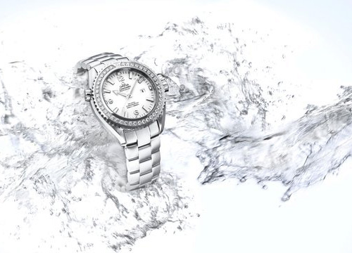 Seamaster Planet Ocean 37.50 mm, calibre 8520