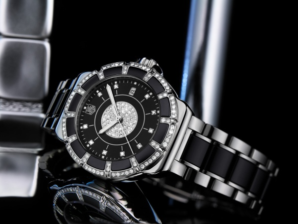 Tag Heuer released a new Formula 1 Lady Steel & Ceramic Pavee Diamond Watch