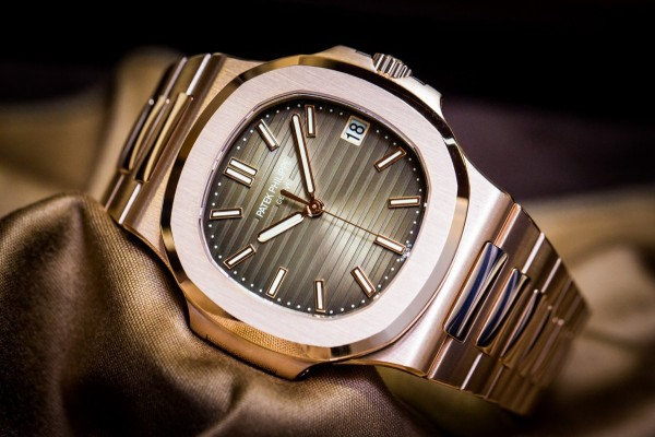 Patek-Philippe-Nautilus-5711-1R-001-Rose-Gold-Watch-Baselworld-2015-1